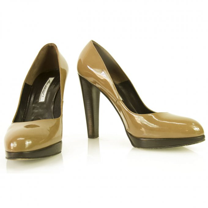 Brian Atwood classic taupe patent leather round toe shoes heels pumps 39