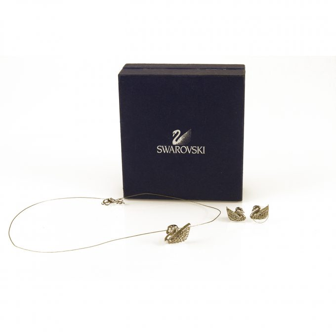 Swarovski Signature Iconic Swan Pendant in String & matching Earrings set
